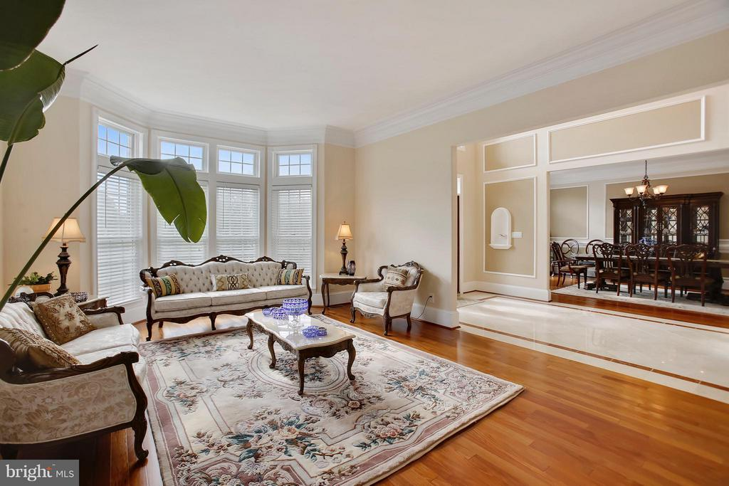 Living Room with floor to ceiling bay window. - 22329 ROLLING HILL LN, GAITHERSBURG