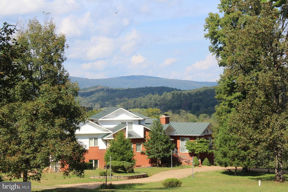 Single Family for Sale at 9583 Possum Hollow Dr Delaplane, Virginia 20144 United States