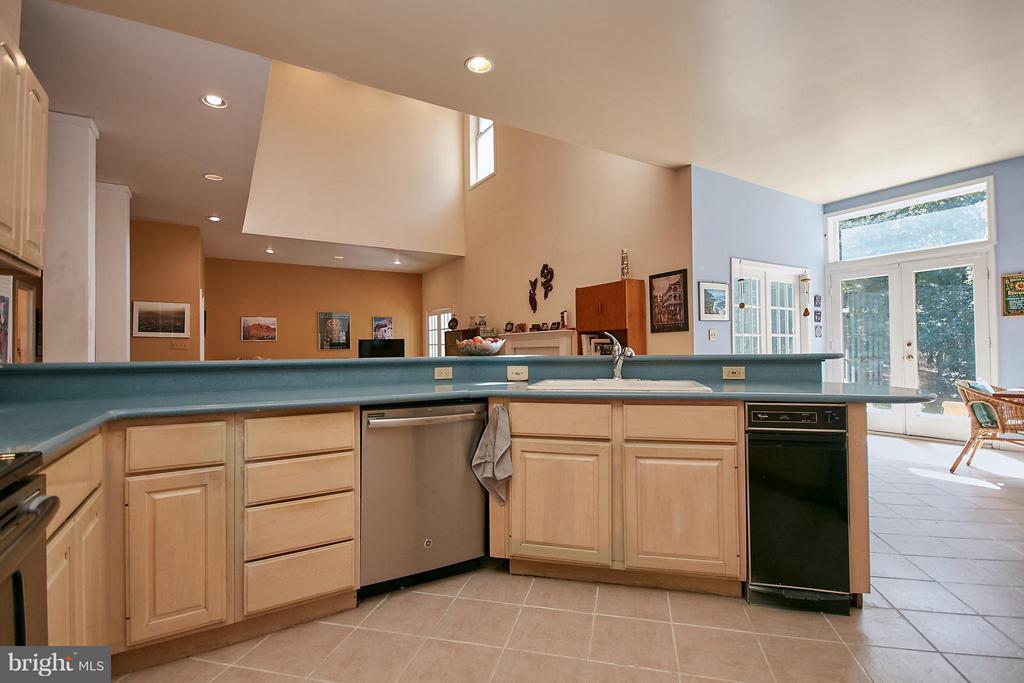 Kitchen - 6515 MILLER DR, ALEXANDRIA