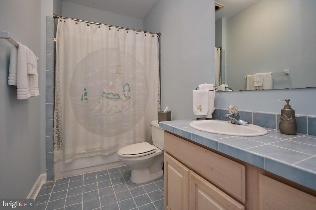 Upper Level Hall Bath; Also Connected to a Bedroom - 6515 MILLER DR, ALEXANDRIA