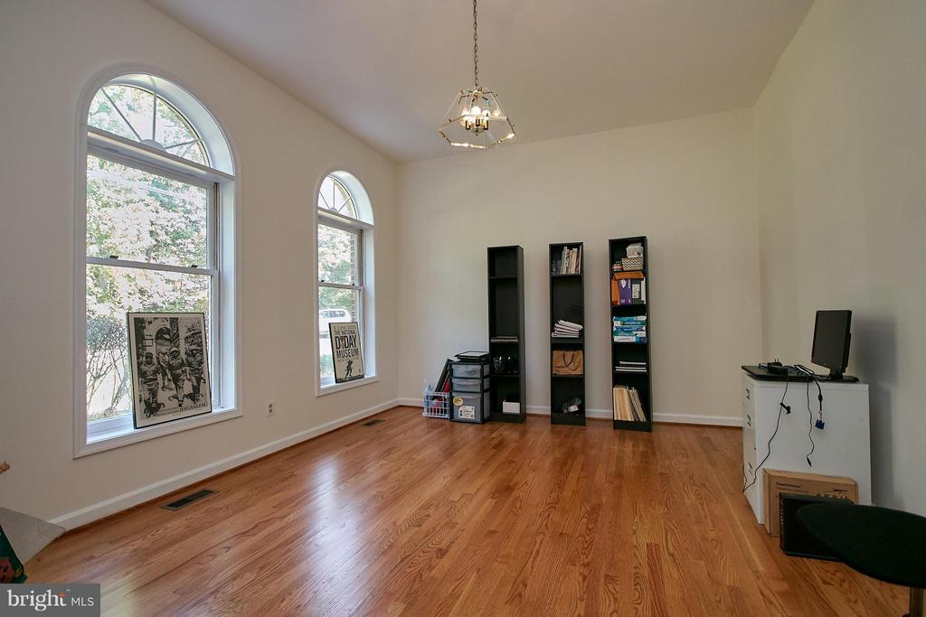 Main Level Library (or possible bedroom). - 6515 MILLER DR, ALEXANDRIA
