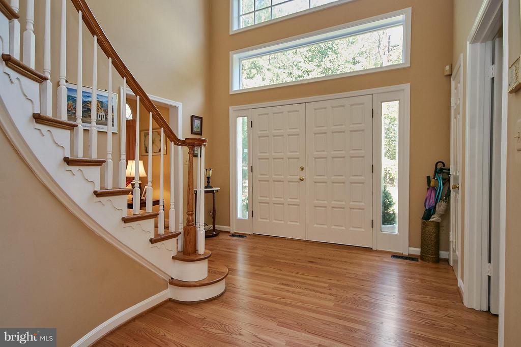 Hardwood Foyer - 6515 MILLER DR, ALEXANDRIA