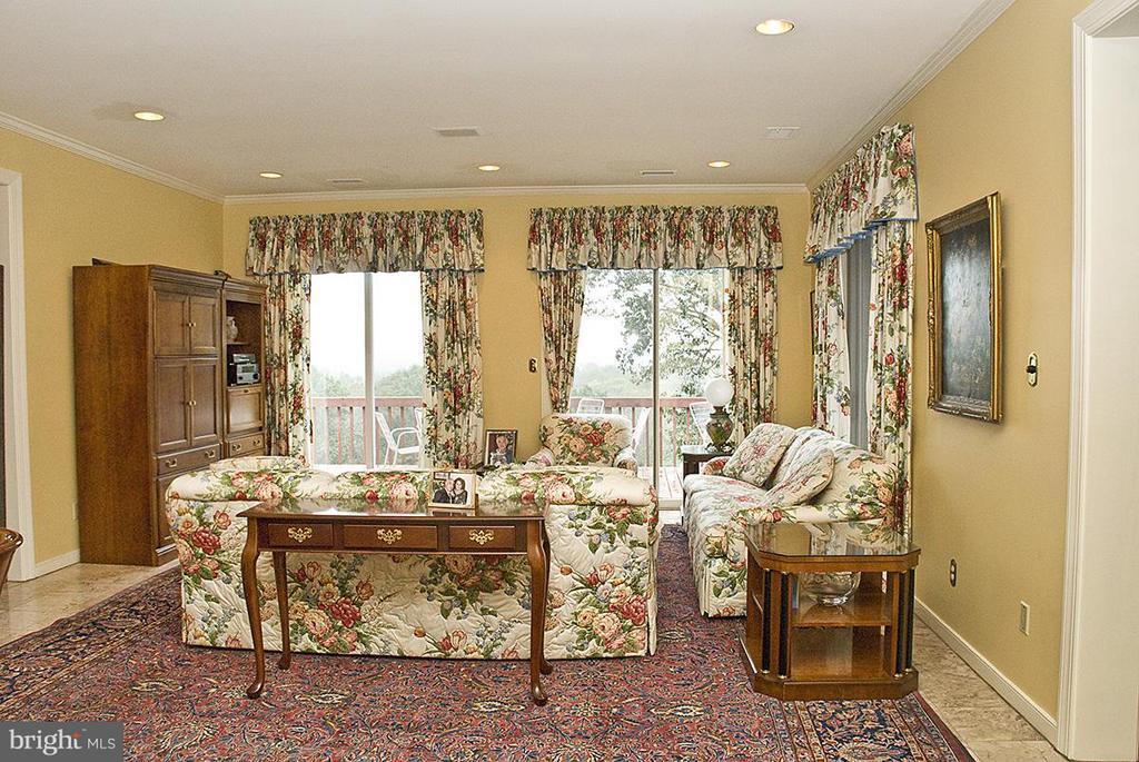 Family Room - 9583 POSSUM HOLLOW DR, DELAPLANE