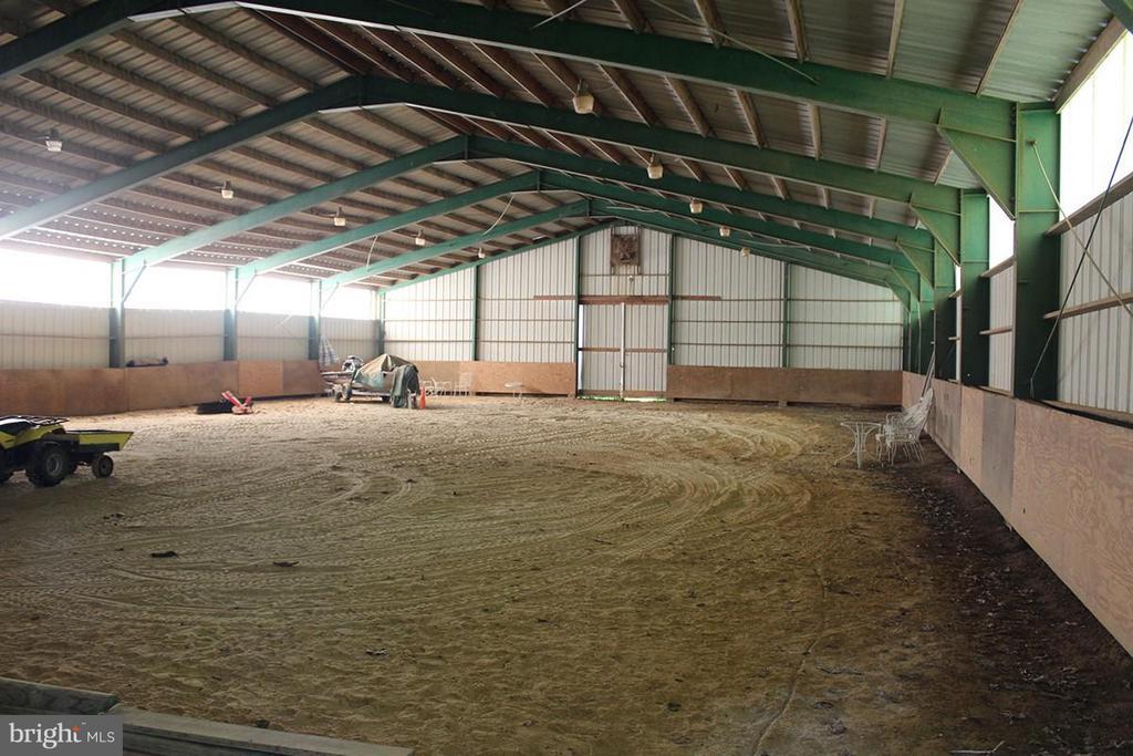 Indoor Riding Ring - 9583 POSSUM HOLLOW DR, DELAPLANE