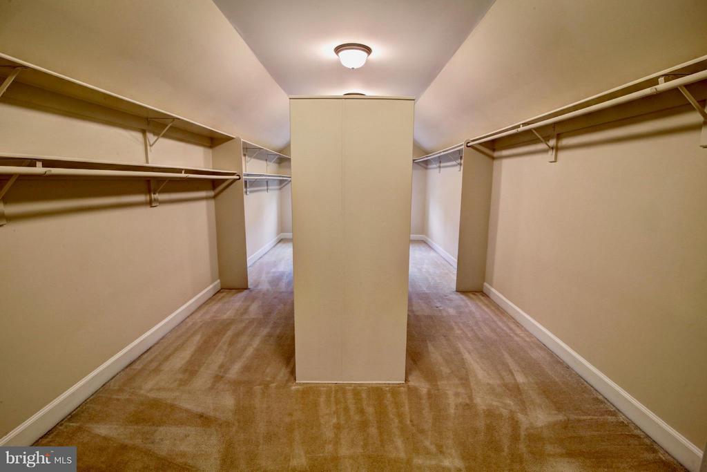Custom Master Closet - 7845 MONTVALE WAY, MCLEAN