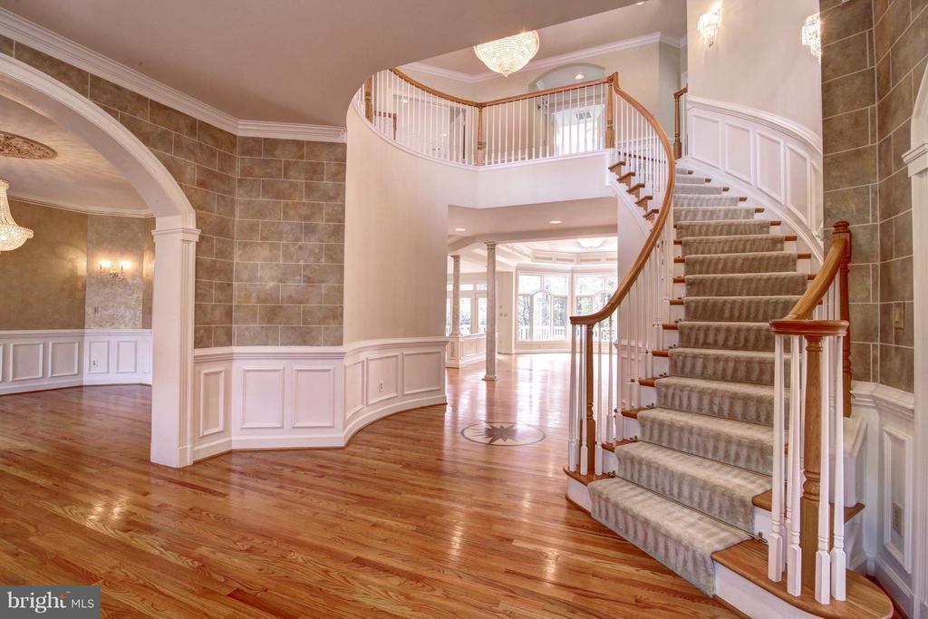 Foyer - 7845 MONTVALE WAY, MCLEAN