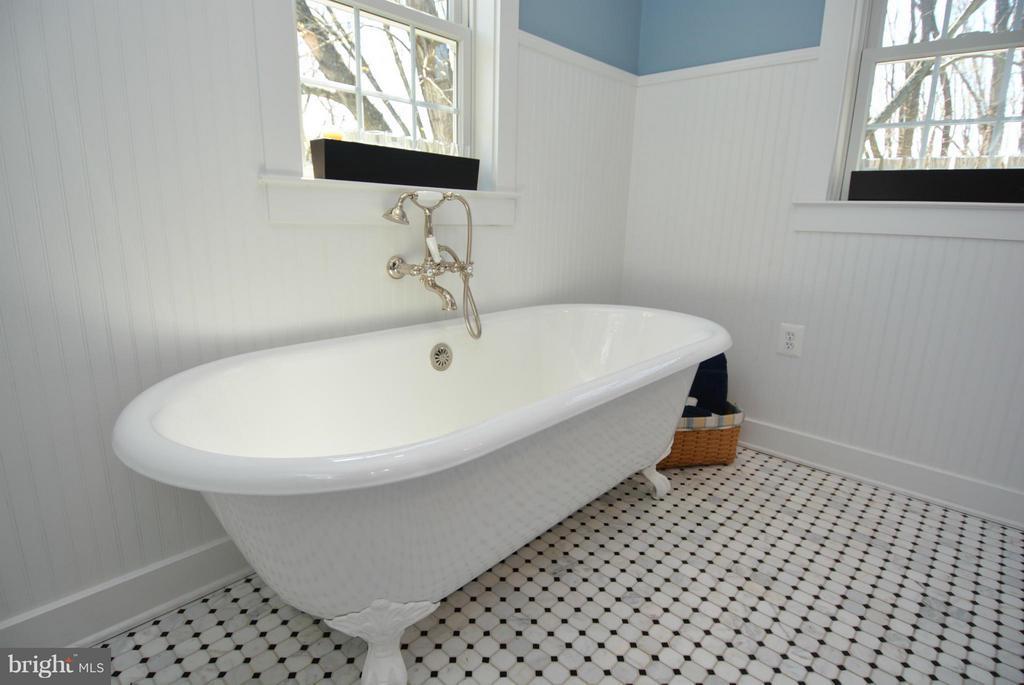 Bath (Master) - 12696 JAMES MONROE HWY, LEESBURG