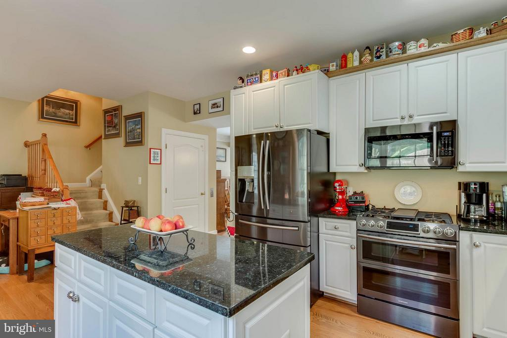 Kitchen W/SS Appliances & Granite Counters - 382 MYRTLE PL, OCCOQUAN