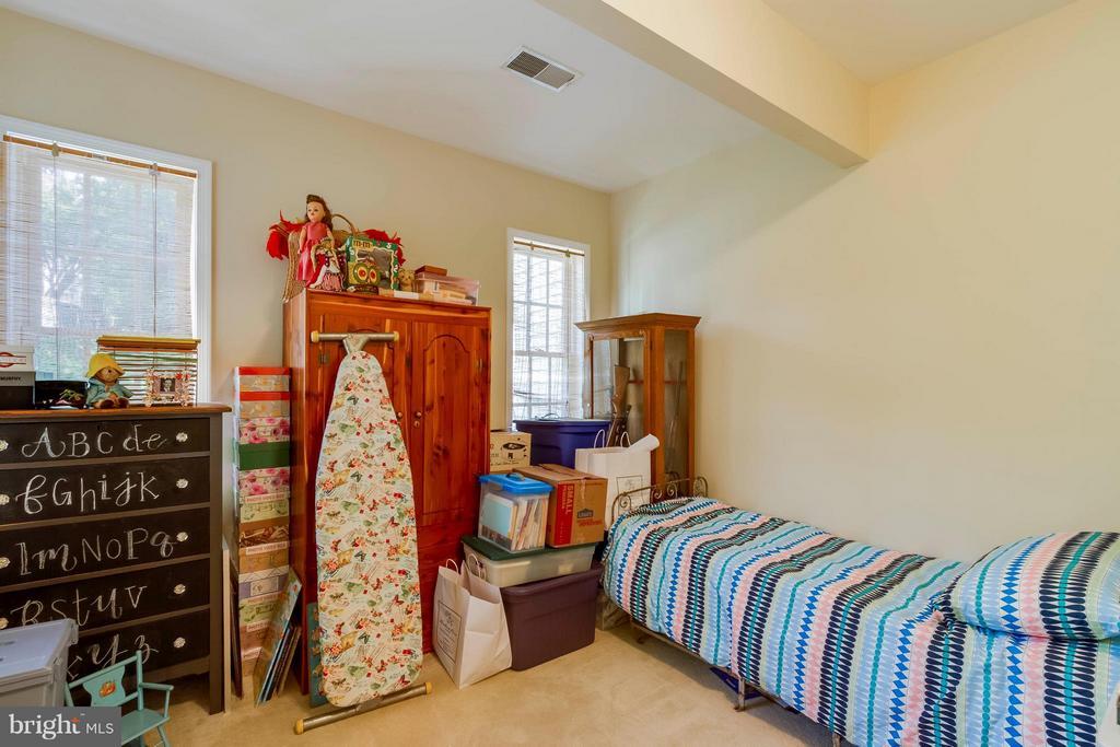 Large Bedroom #3 - 382 MYRTLE PL, OCCOQUAN