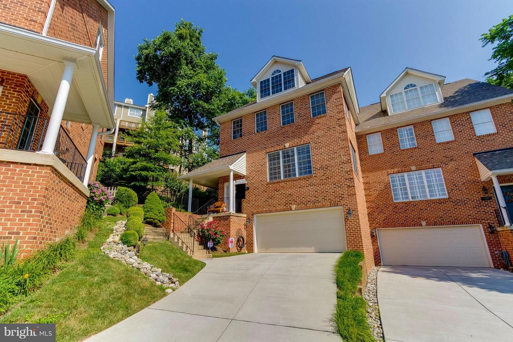 Stunning End Unit Townhouse - 382 MYRTLE PL, OCCOQUAN
