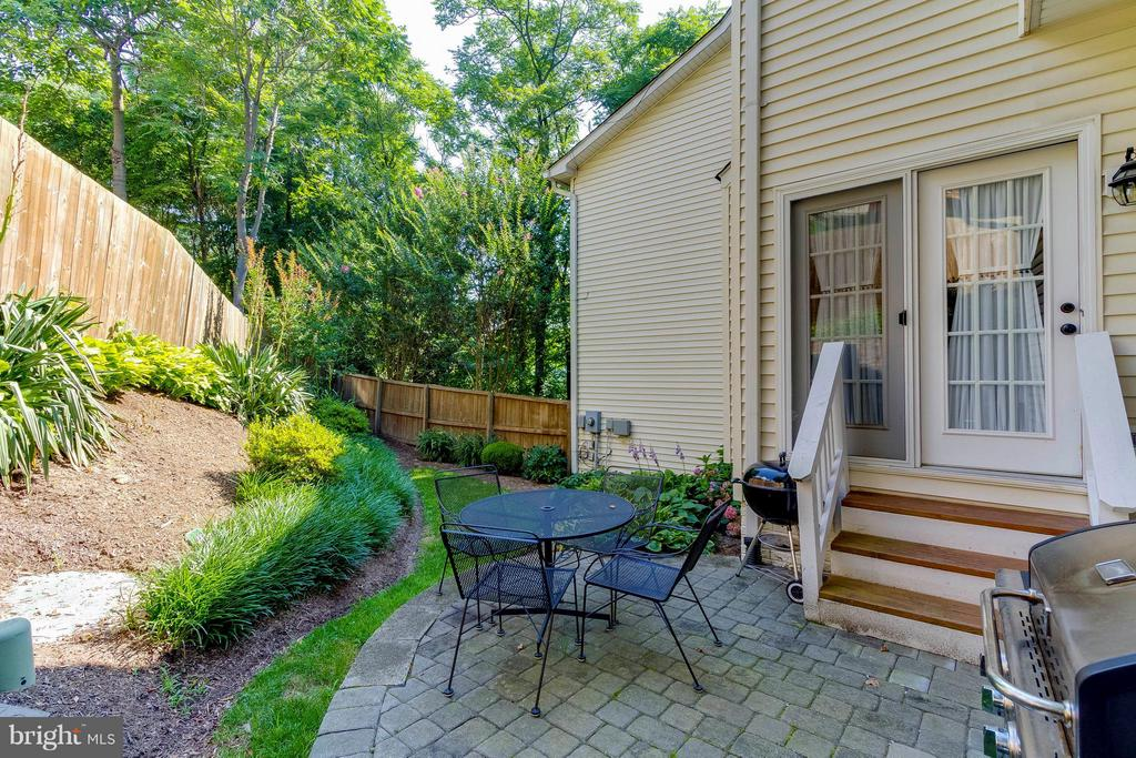 Enjoy Quiet Evenings In Your Private Backyard - 382 MYRTLE PL, OCCOQUAN