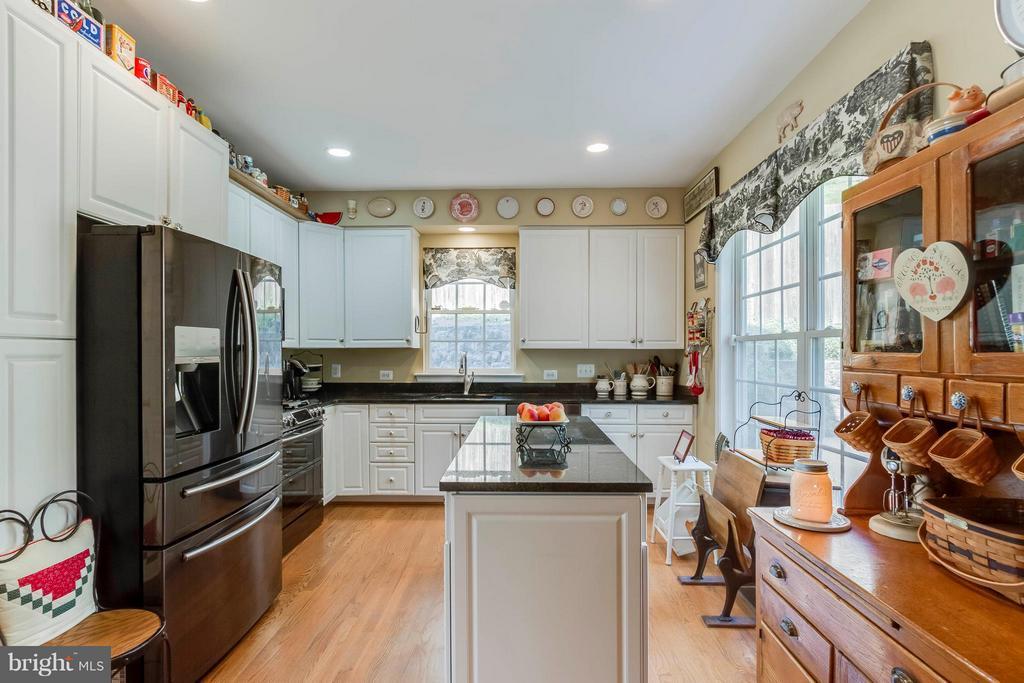 Updated Kitchen - 382 MYRTLE PL, OCCOQUAN