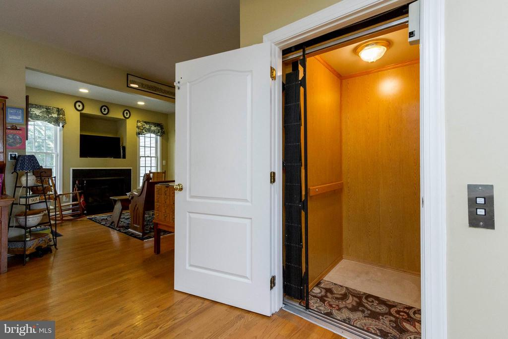 Elevator To All Four Levels - 382 MYRTLE PL, OCCOQUAN