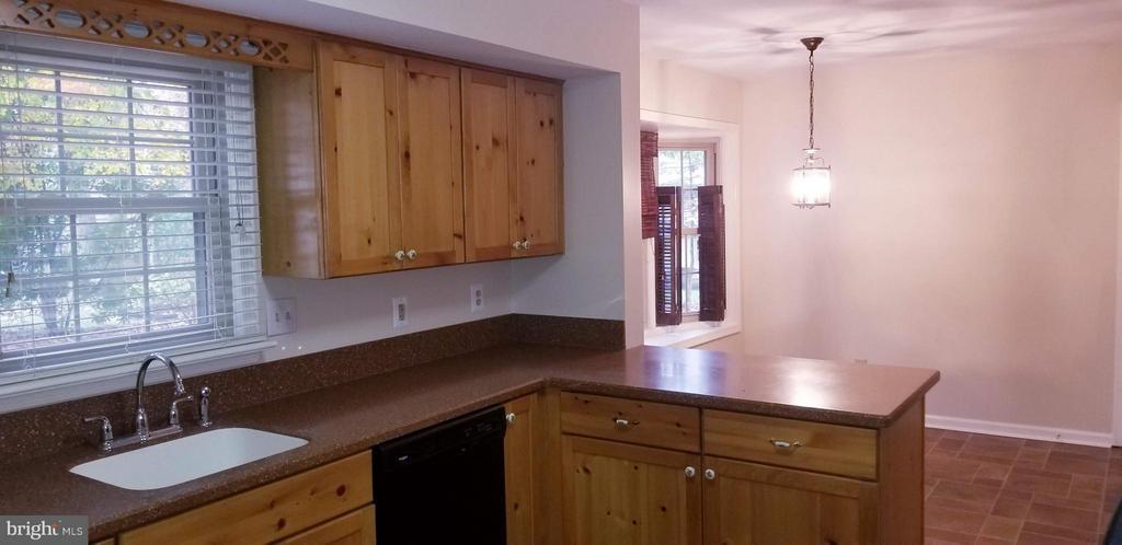 Kitchen - 2 BUXLEY CT, FREDERICKSBURG