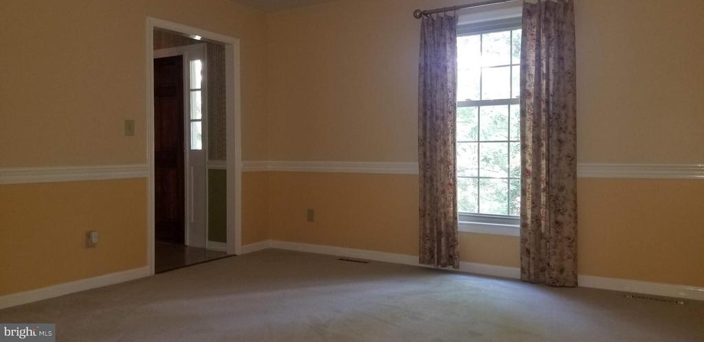 Living Room - 2 BUXLEY CT, FREDERICKSBURG