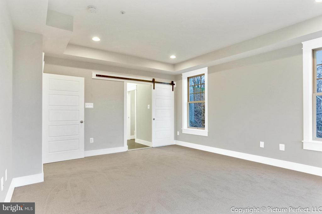 Main Level Master w/ luxury bathroom - THURSTON RD, DICKERSON