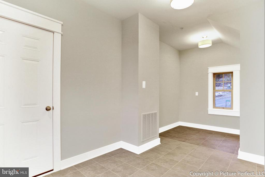 Huge Mud Room and Laundry on Main Level - THURSTON RD, DICKERSON