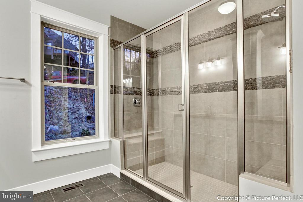 Huge Double Shower - THURSTON RD, DICKERSON