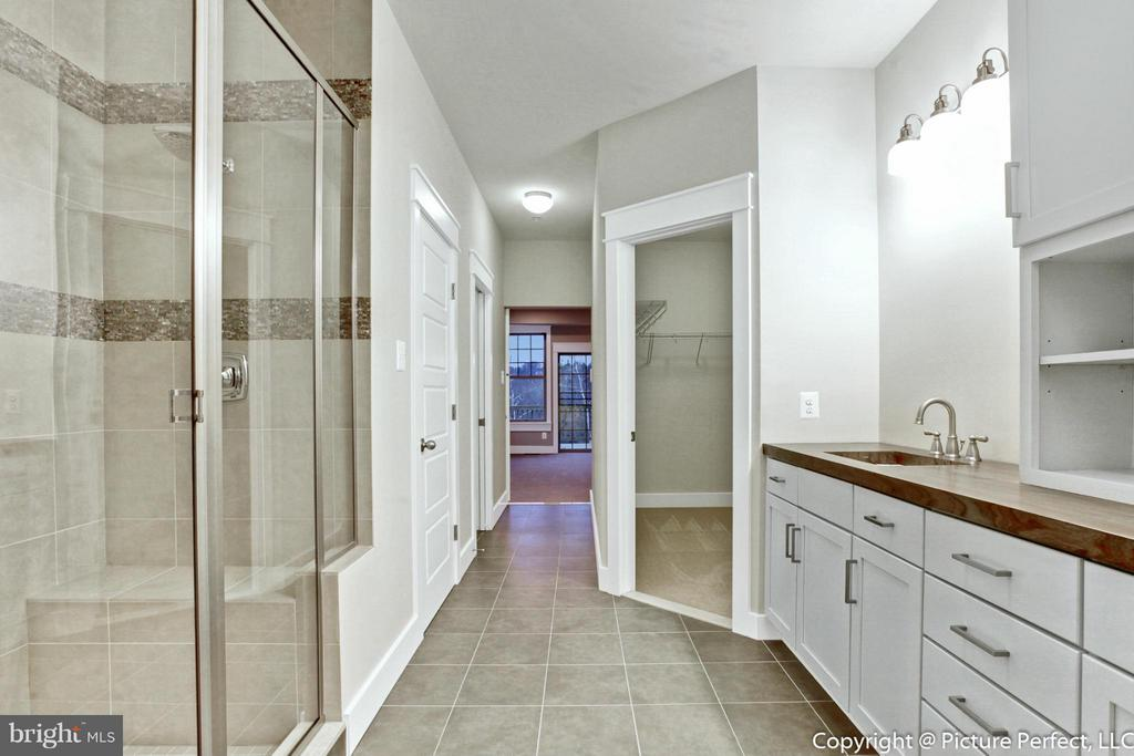 Large Master Bath w/ Double Vanities and WIC - THURSTON RD, DICKERSON