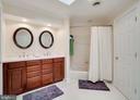 Jack n Jill full upper bath w/upgraded cabinet. - 8615 LEE JACKSON CIR, SPOTSYLVANIA