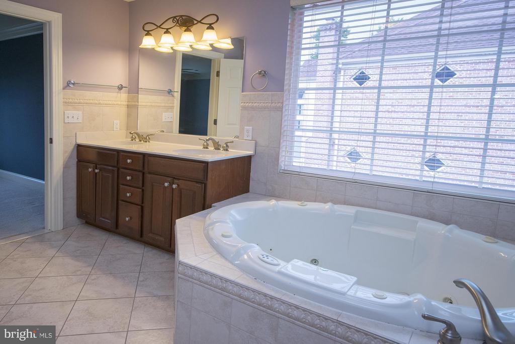 Master Bathroom - 3712 FAIRWAYS CT, FREDERICKSBURG