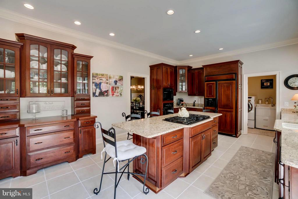 Gourmet kitchen! Upgraded cabinetry & granite! - 8615 LEE JACKSON CIR, SPOTSYLVANIA