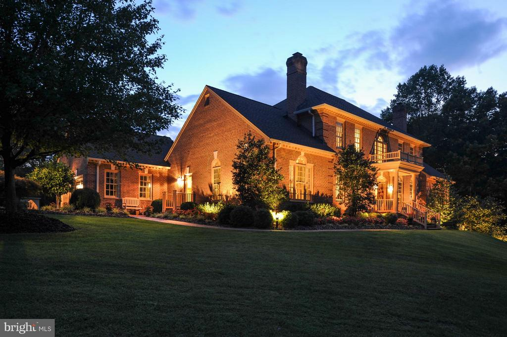 Extensive exterior lighting around the home! - 8615 LEE JACKSON CIR, SPOTSYLVANIA