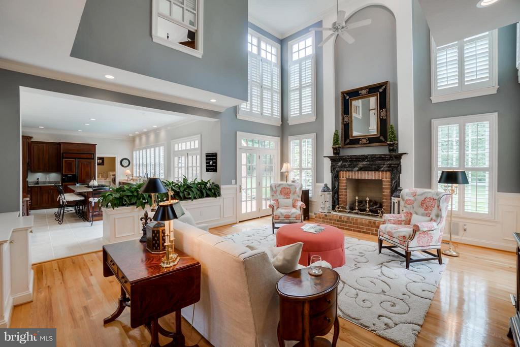 Grand Two story FR, ornate fireplace mantel! - 8615 LEE JACKSON CIR, SPOTSYLVANIA