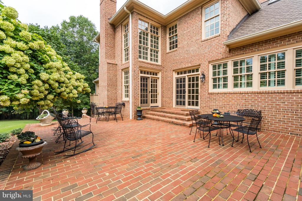 Elegant brick terrace for outdoor entertaining! - 8615 LEE JACKSON CIR, SPOTSYLVANIA