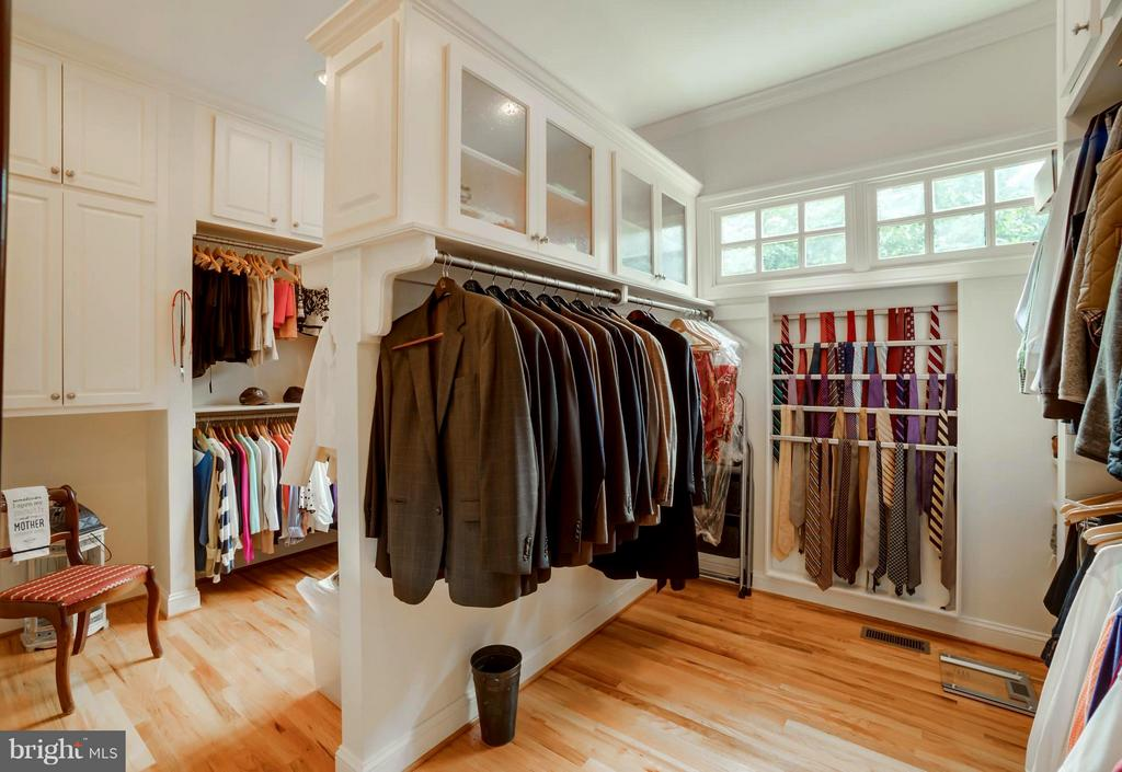 Ideal space to get ready, room for every garment! - 8615 LEE JACKSON CIR, SPOTSYLVANIA
