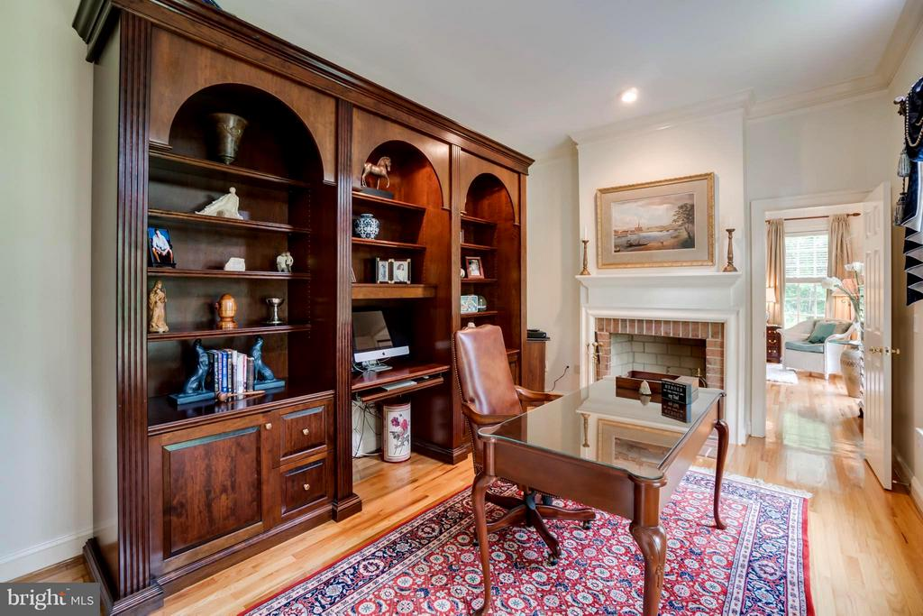 Library w/handsome wall bookcase and fireplace! - 8615 LEE JACKSON CIR, SPOTSYLVANIA