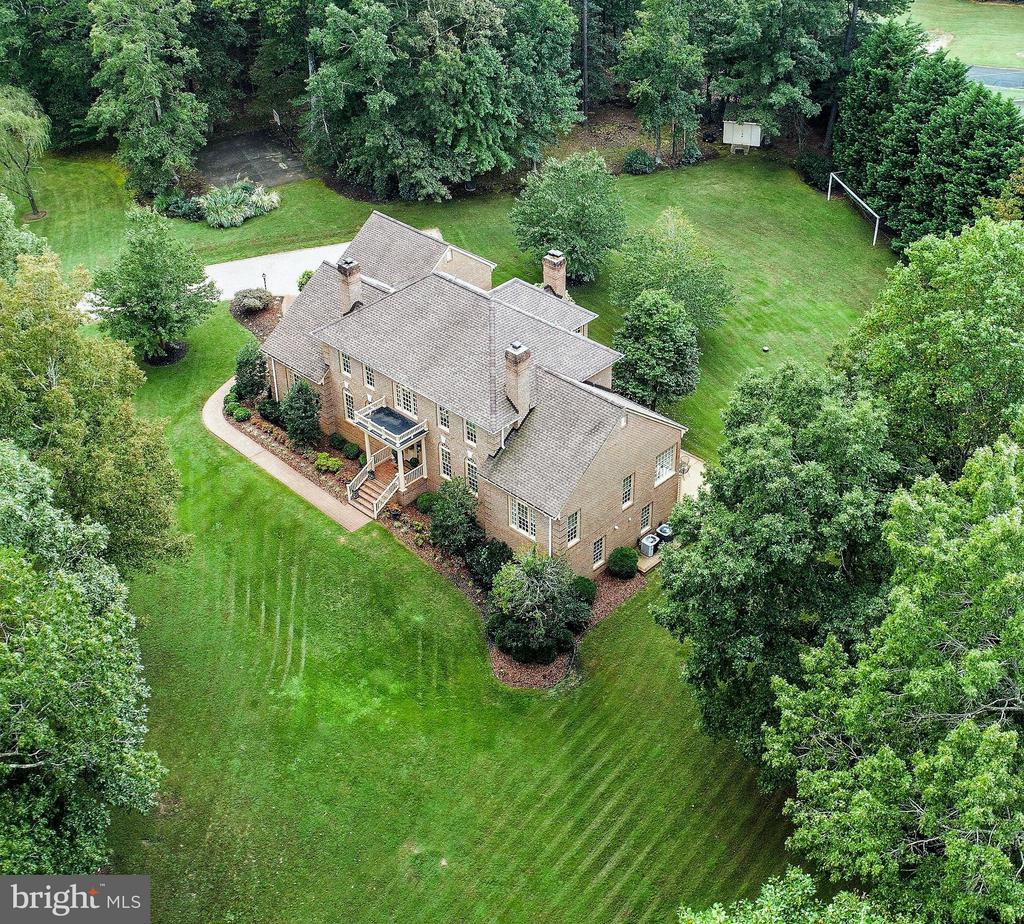 Large Estate home on private 2 acre lot! - 8615 LEE JACKSON CIR, SPOTSYLVANIA