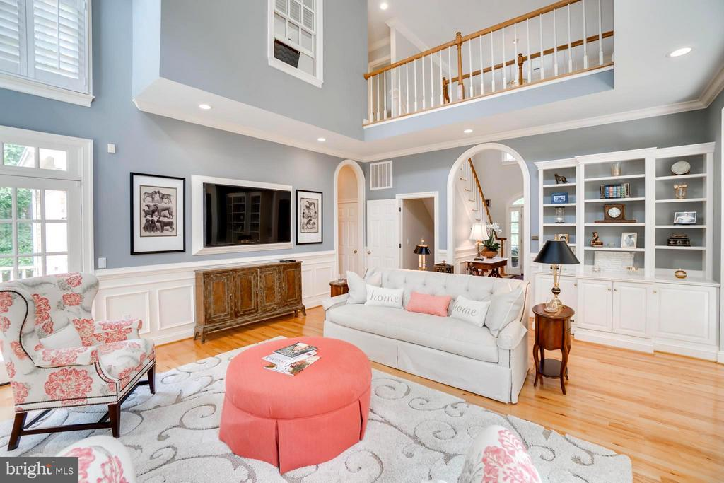 Stylish built-ins, shadow boxes, arched doorways! - 8615 LEE JACKSON CIR, SPOTSYLVANIA
