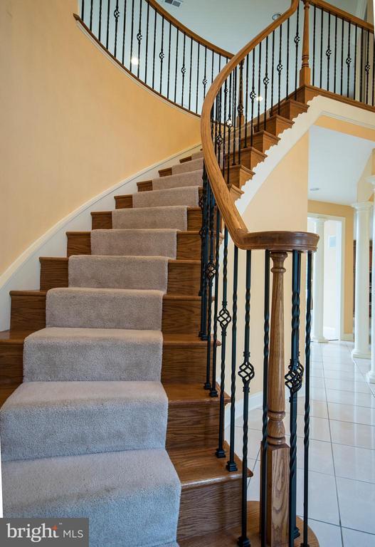 Staircase - 3712 FAIRWAYS CT, FREDERICKSBURG