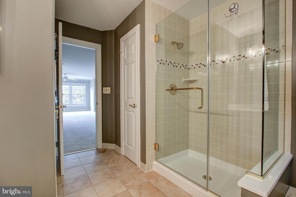 Bath (Master) - 1504 COLONIAL CT N, ARLINGTON