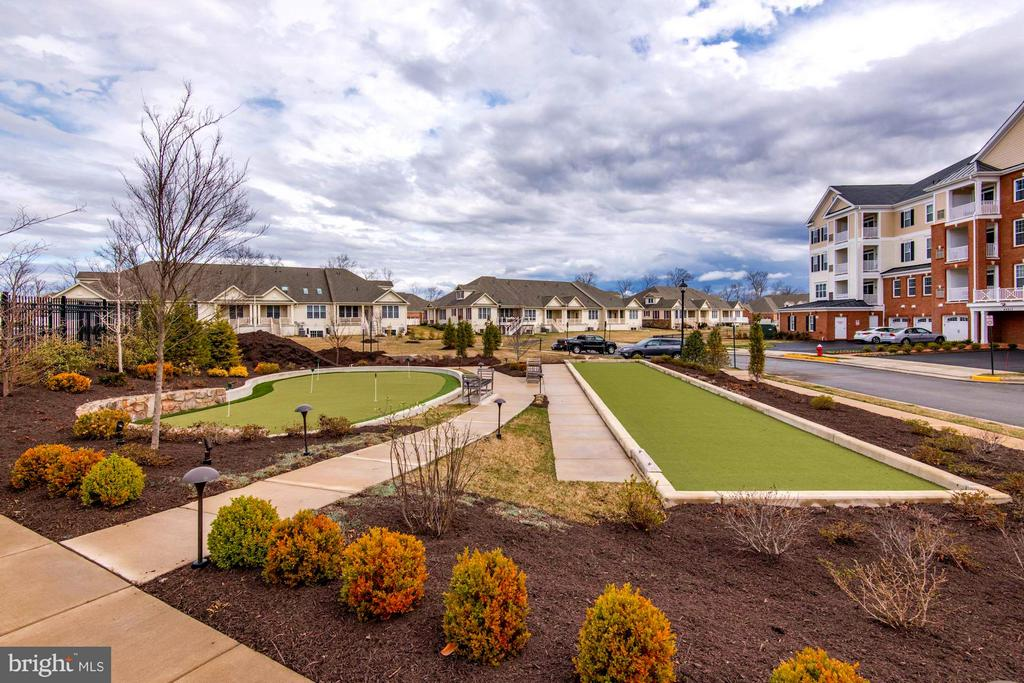 Community Putting Green & Bocce Ball - 21007 ROCKY KNOLL SQ #103, ASHBURN