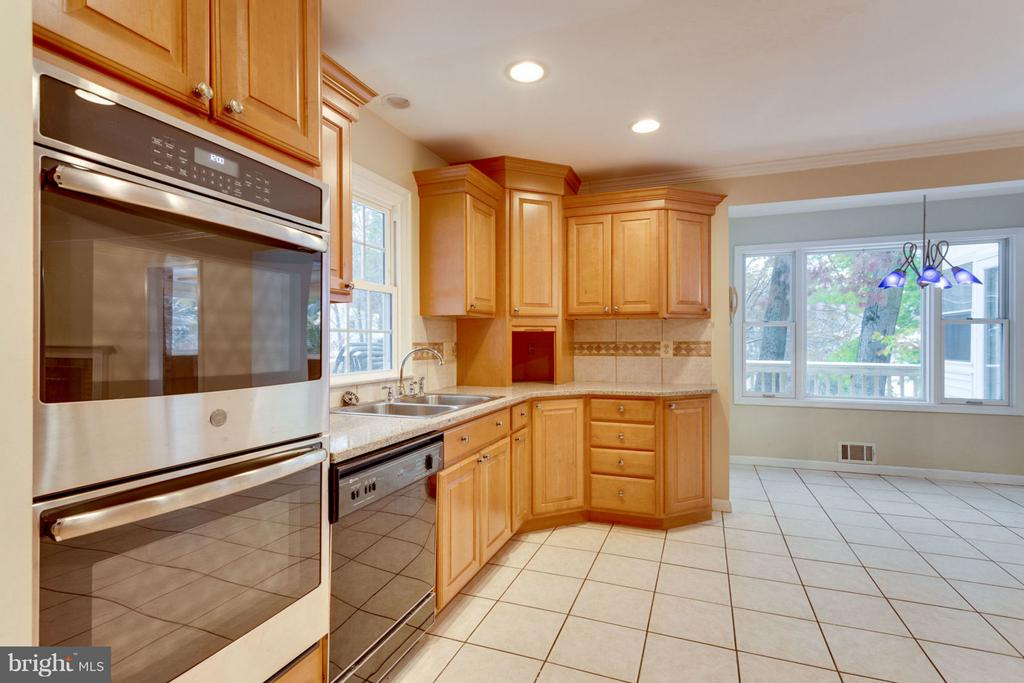 New Double Oven - 8738 ARLEY DR, SPRINGFIELD
