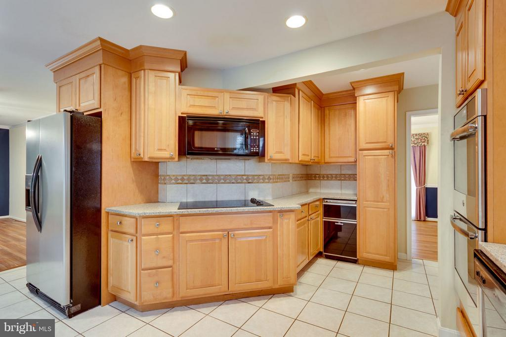 Electric Cook Top & Microwave - 8738 ARLEY DR, SPRINGFIELD