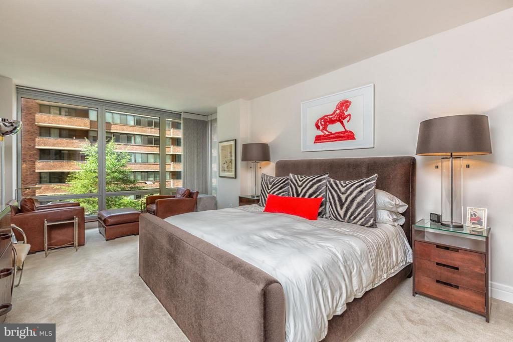 Master Bedroom with floor-toc-ceiling windows - 1155 23RD ST NW #4E, WASHINGTON