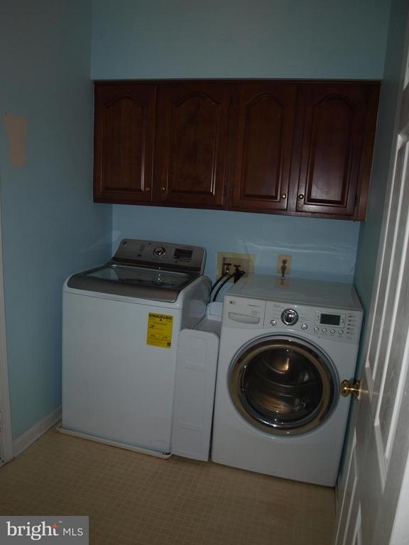 Main Level Laundry Room - 47567 COLDSPRING PL, STERLING