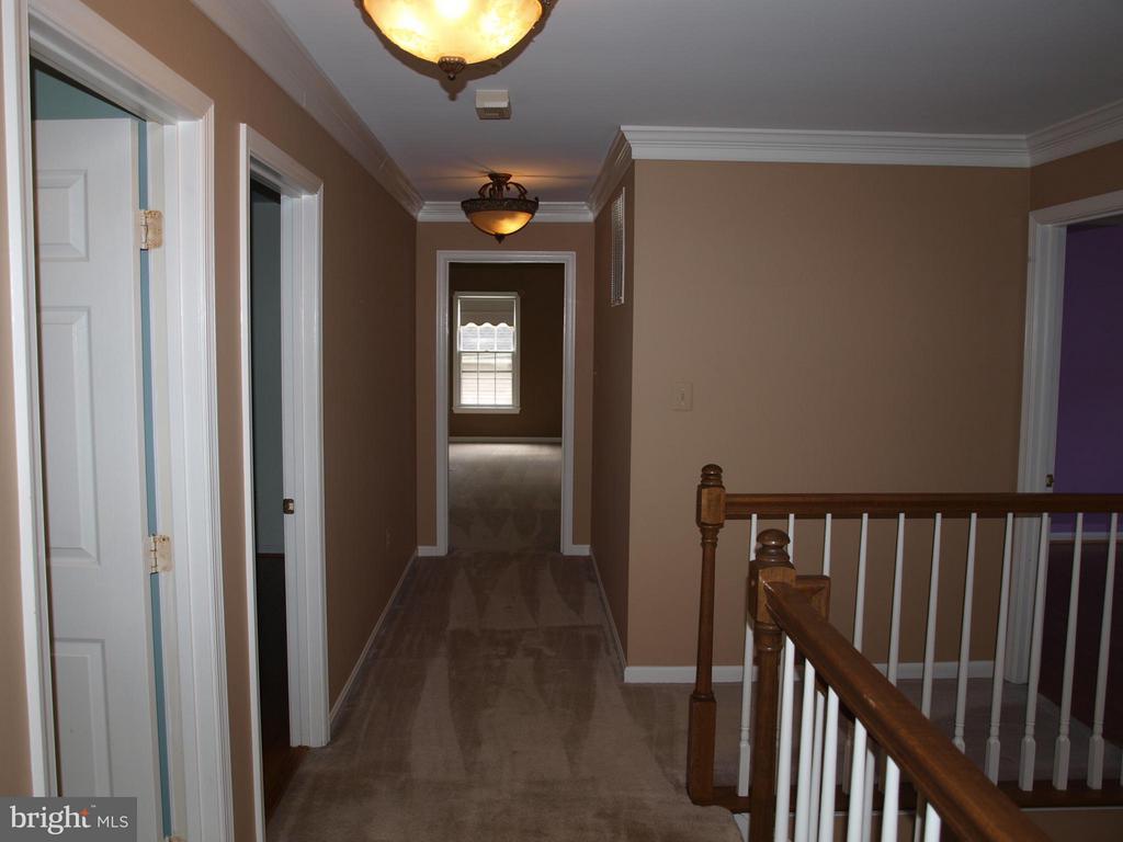 Upper Hallway - 47567 COLDSPRING PL, STERLING