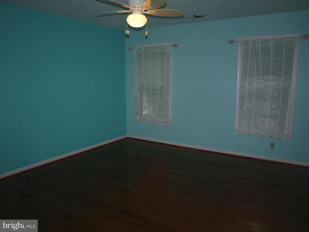 All 3 Bedeooms Have Wood Floors - 47567 COLDSPRING PL, STERLING