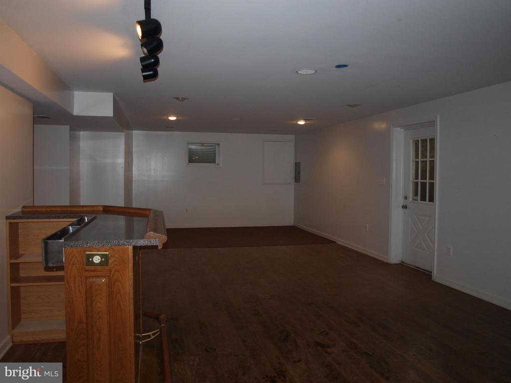 Basement With Bar - 47567 COLDSPRING PL, STERLING