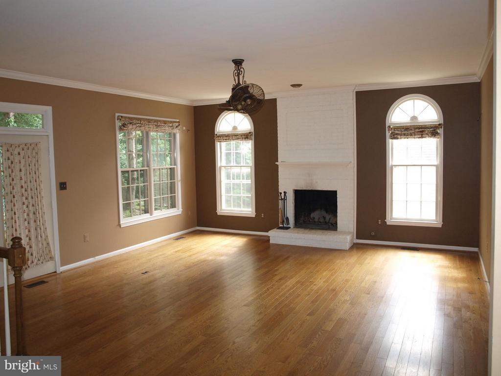 Wonderful Wood Burning Fireplace - 47567 COLDSPRING PL, STERLING