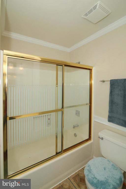 2nd Full Bath - 6055 PARK WOODS TER, BURKE