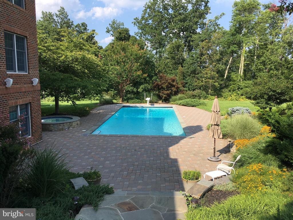Pool, Hot Tub and Flagstone Patio - 41155 TROTTER LN, PAEONIAN SPRINGS