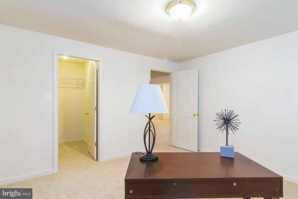 Lower level 6th bedroom or office with closet! - 17 HEATHERBROOK LN, STAFFORD