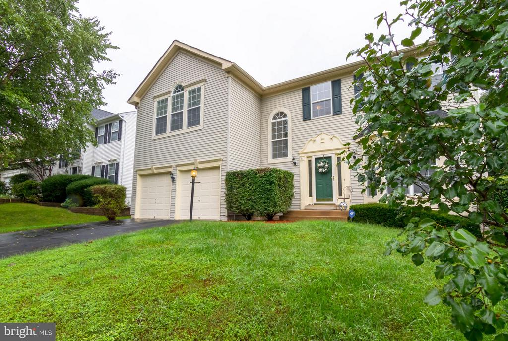 Wonderful well cared for lawn and exterior - 17 HEATHERBROOK LN, STAFFORD