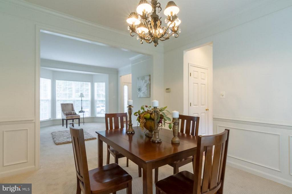 Dining Room with upgraded trim package - 17 HEATHERBROOK LN, STAFFORD