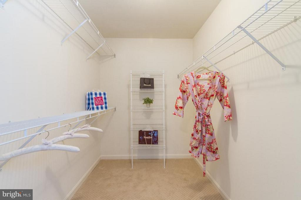 Owners Suite walk in closet, WOW! - 17 HEATHERBROOK LN, STAFFORD